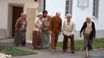 Der «Chor der Geschundenen» probt den Auftritt am Ort des Geschehens.