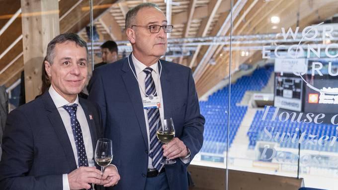 Wurden vorinformiert: Aussenminister Ignazio Cassis (links) und Wirtschaftsminister Guy Parmelin, hier am WEF 2020 in der Davoser Eishalle.