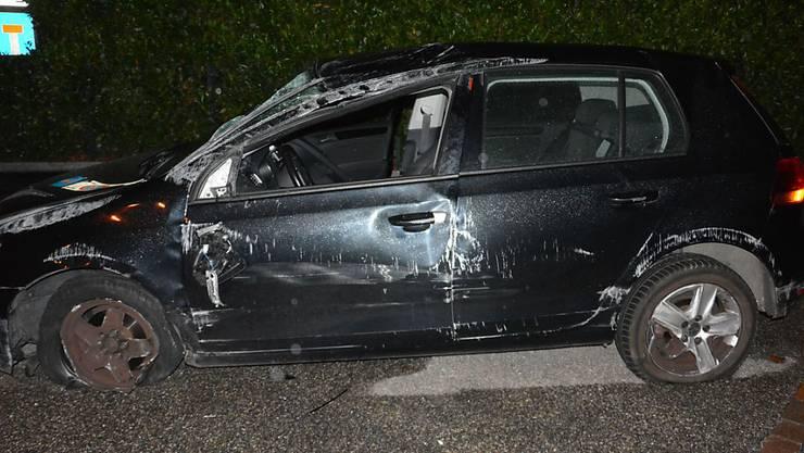 Obwohl sein Auto nach einem Überschlag stark beschädigt war, setzte der Lenker die Fahrt fort.