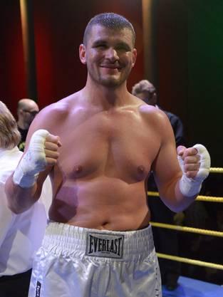 Arnold Gjergjaj, Profi-Boxer