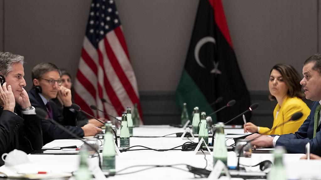 Antony Blinken (l), Außenminister der USA, trifft Abdul Hamid Dbeiba (r), Premierminister von Libyen. Foto: Andrew Harnik/AP Pool/dpa Foto: Andrew Harnik/AP Pool/dpa