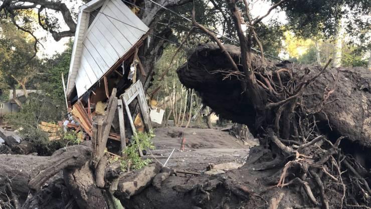Nach den Schlammlawinen bei Montecito im US-Bundesstaat Kalifornien werden weiterhin fünf Menschen vermisst. (Archivbild)