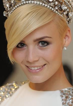 Und das Krönchen steht ihr gut: Die neue Miss Schweiz, Dominique Rinderknecht.