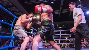 Arnold Gjergjaj im Kampf gegen Sean Turner.