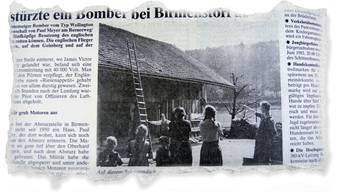 Margrit Kappeler-Peterhans, zweite von rechts, am Tag, nachdem der Pilot auf dem Dach der Hütte ihrer Familie landete. Das «Badener Tagblatt» zeigte dieses Foto 40 Jahre nach dem Absturz. BT vom 15.4.1983