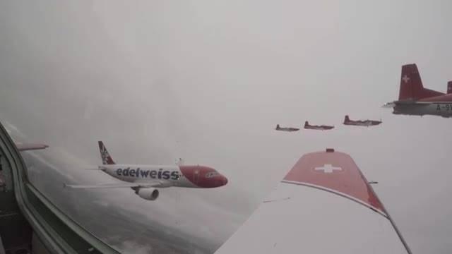Flugshow-Highlight: PC-7-Team und A320