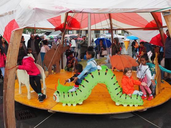 Ein Kinderkarussel gehörte auch zu den Attraktionen am Flüchtlingstag.