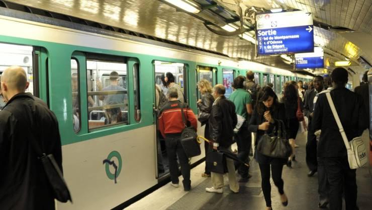 Bis spätestens 2021 soll es in der Pariser Metro keine Tickets aus Papier mehr geben. (Archivbild)