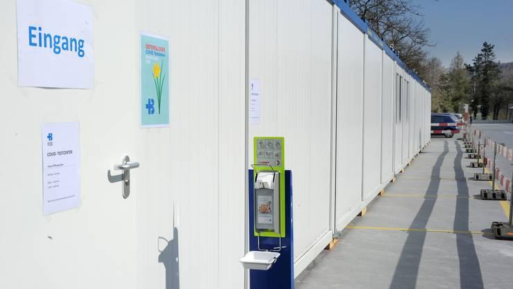 Das Kantonsspital Baden hat auf dem Parkhausdach ein Testcenter eingerichtet.