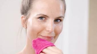Der Make-Up-Radierer ist fünf Mal wiederverwendbar.