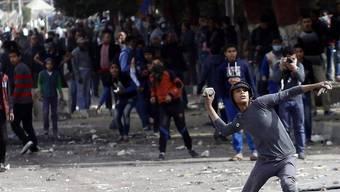 Auch auf dem Tahrir-Platz in Kairo kam es am Sonntag zu erneuten Zusammenstössen zwischen protestierenden Bürgern und Sicherheitskräften