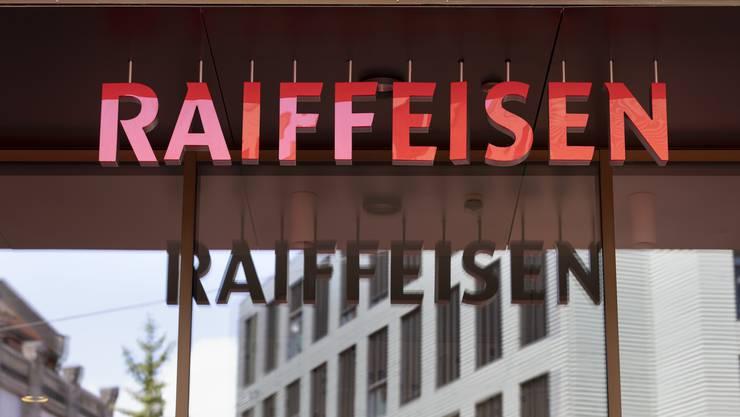 Das Logo der Raiffeisenbank am Hauptsitz in St. Gallen.