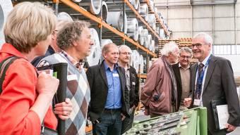 Geschäftsleiter Matthias Ruch führte eine der sechs Besuchergruppen durch den Betrieb. peter siegrist