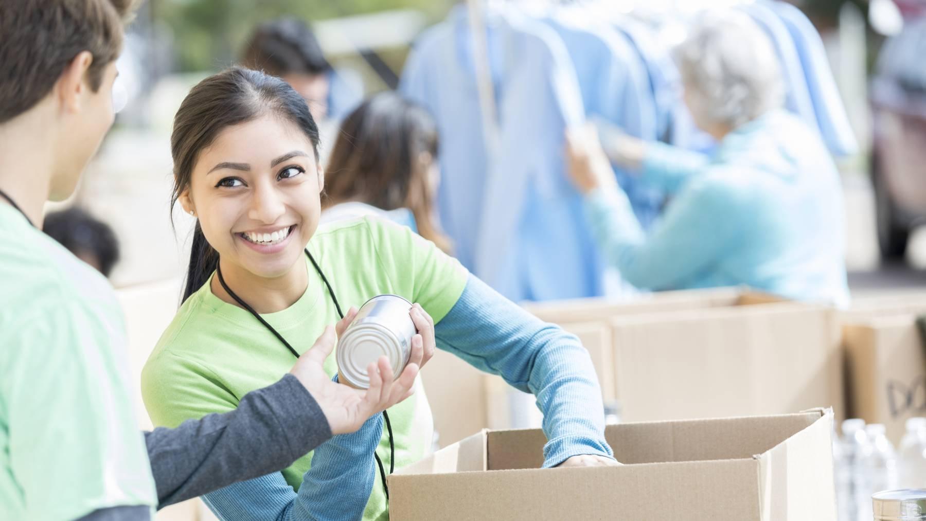 Freiwilligenarbeit leisten ist nur eines der 25 Dinge, die gemäss der Liste den Charakter stärken.