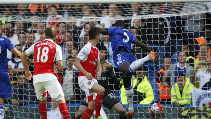 Zouma (rechts) erzielt per Kopf die 1:0-Führung für Chelsea