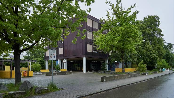 Das Schulhaus Moosmatt soll ins Inventar der kantonalen Denkmalpflege aufgenommen werden. Ein Grund, weshalb die Behörden ihre gemeinsamen Pläne begruben. Colin Frei