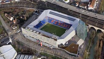 Nach dem gestrigen Fussballspiel des FCB gegen den FC Thun wurden zwei Männer im Alter von 29 und 56 Jahren, vor dem Stadion St. Jakob-Park, von mehreren Personen angegriffen und teils erheblich verletzt.