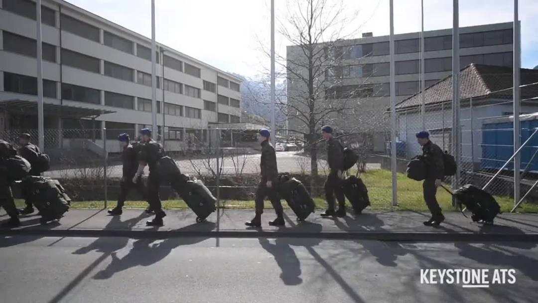 VIDEO - Hunderte Soldaten rücken ein
