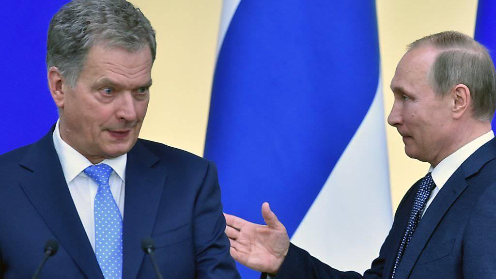 Russlands Präsident Putin trifft seinen finnischen Amtskollegen Sauli Niinisto: Die beiden Länder einigen sich auf Einreisebeschränkungen.