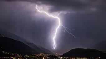 Gerade im Alpenraum können sich Wetterphänomene wie Gewitter oder Föhn auf relativ kleinen Räumen abspielen. Um höher aufgelöste Vorhersagen zu treffen, nutzt MeteoSchweiz ab sofort ein neues Vorhersagemodell.