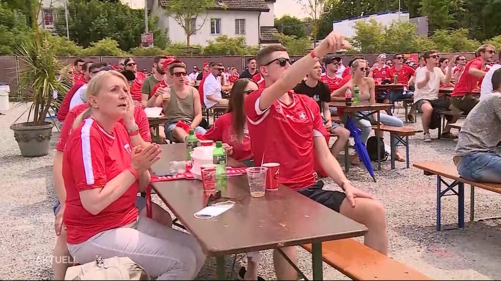 So fiebern und feiern Fussballfans im Public Viewing mit