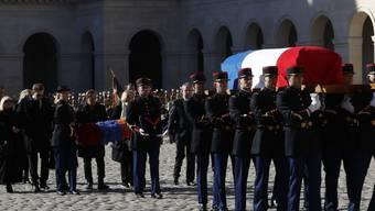 Mit einer nationalen Gedenkfeier ist Charles Aznnavour am 5. Oktober 2018 in Paris beigesetzt worden. Der Sänger war 1. Oktober im Alter von 94 Jahren verstorben.