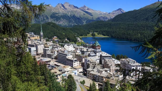 In Graubünden denken weitere Gemeinden über die Einführung nach, darunter St. Moritz (Bild) und Davos.