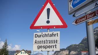 Die Axenstrasse ist nach einem Murgang erneut gesperrt, voraussichtlich für mehrere Wochen.