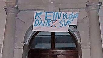 «Kein Budget dank SVP» prangte am Bez-Schulhaus.