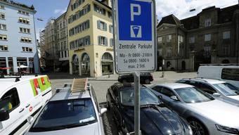 Freie Parkplätze sind in Zürich Mangelware.