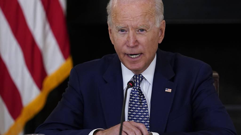 Joe Biden, Präsident der USA, spricht während eines Briefings im State Dining Room des Weißen Hauses. Foto: Susan Walsh/AP/dpa