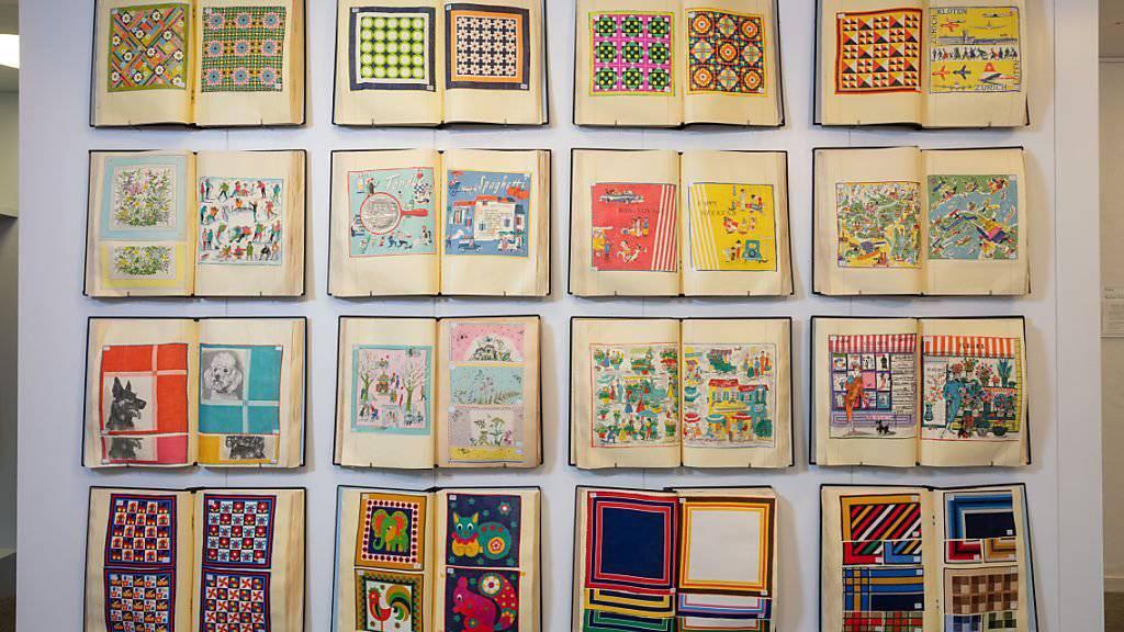 Eine vielseitige Ausstellung im Museum Appenzell widmet sich der heute vergessenen Bedeutung von Taschentüchern. Gezeigt werden unter anderem die kreativen Entwürfe von Appenzeller Firmen in Musterbüchern.