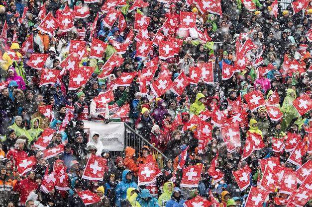 Skifest par excellence: Trotz dem schlechten Wetter fanden auch dieses Jahr wieder tausende Skifans fanden den Weg nach Adelboden.