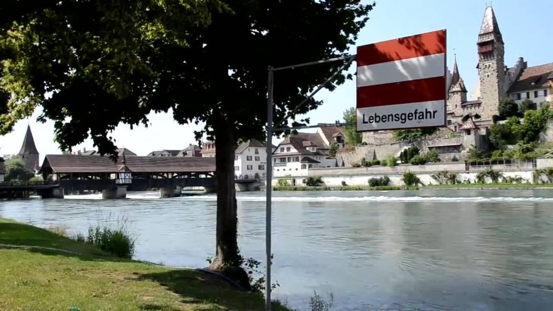 Würden Sie hier schwimmen gehen? Die turbulente Reuss oberhalb der historischen Holzbrücke