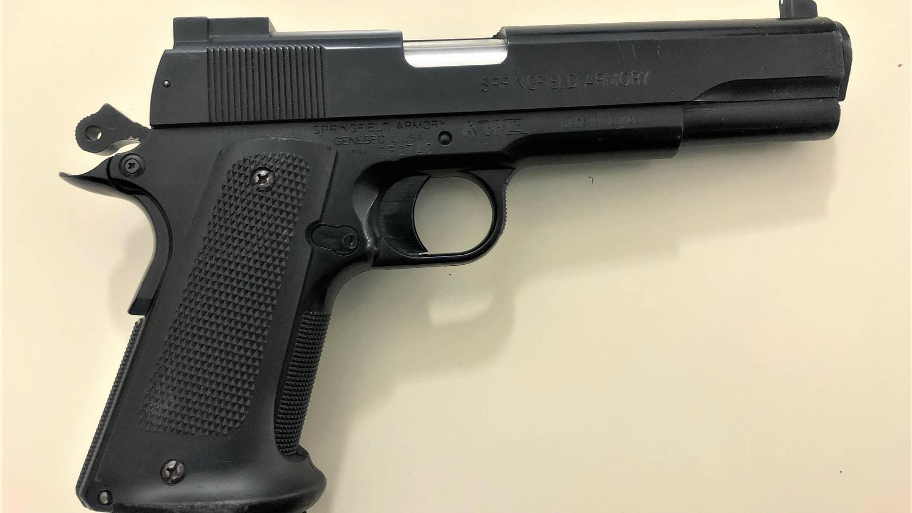 Der Jugendliche trug eine Soft-Air-Waffe mit Munition auf sich.