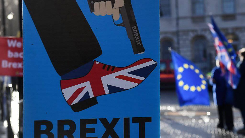 Die Unsicherheit über die Art und Weise des bevorstehenden Brexits belastet das Wirtschaftswachstum in Grossbritannien. (Archivbild)