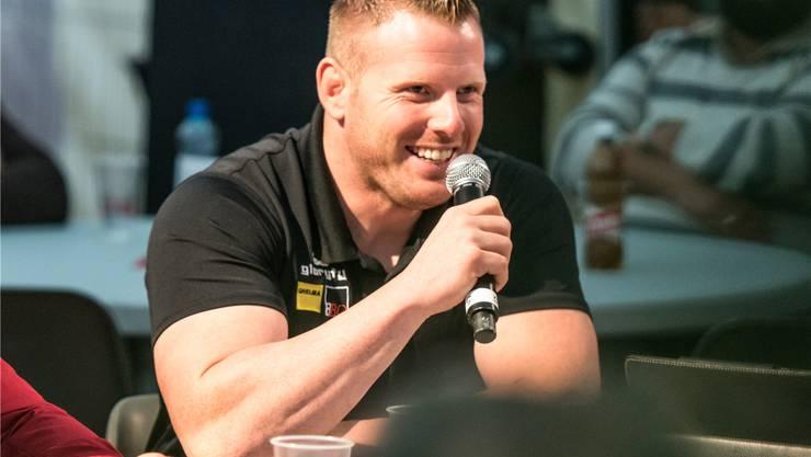 Weiss mit dem Mikrofon umzugehen: Schwingerkönig Matthias Glarner.