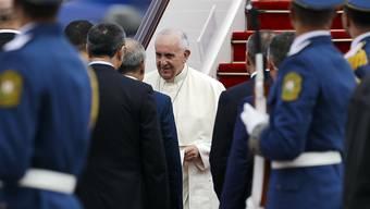 Papst Franziskus bei seiner Ankunft in Aserbaidschans Hauptstadt  Baku.