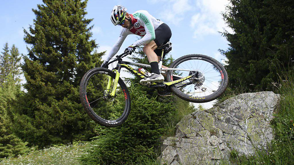 Nino Schurter demonstriert sein Können im Training