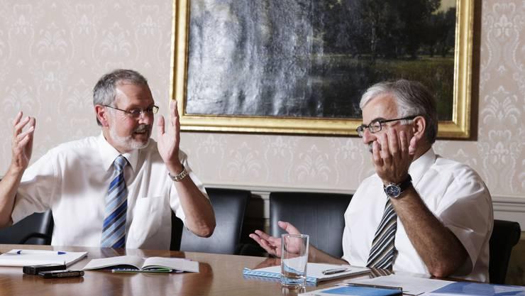 Lebhafte Debatte - Jörg Hunn (Gegner der Vorlage; links im Bild) und Marcel Guignard (Befürworter der Vorlage) im Streitgespräch. (Bild: Susi Bodmer)