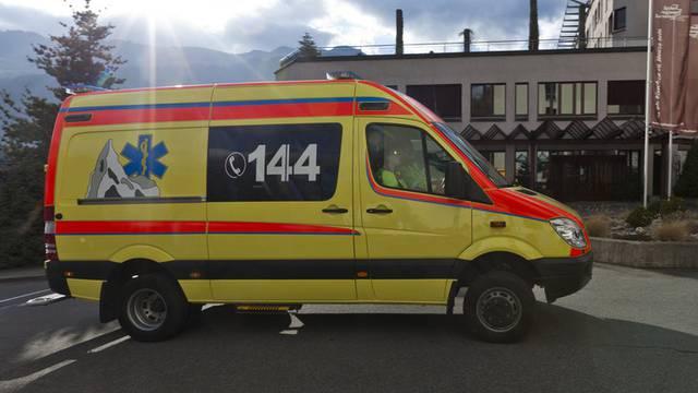 Die Insassen des Autos mussten ins Spital gebracht werden (Symbolbild)