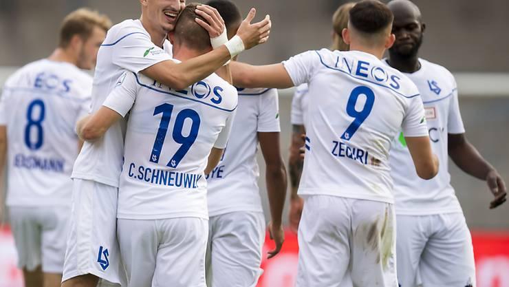 Die Lausanner feiern einen ihrer fünf Treffer gegen Schaffhausen