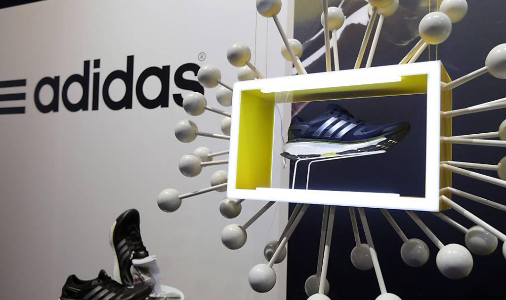 Adidas schwächelt in Europa Gewinnprognose erhöht