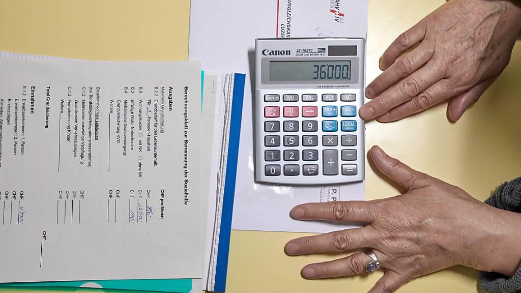 Die Abwärtsspirale von Verschuldeten unterbrechen: Der Kanton Nidwalden bietet ein umfassenderes Beratungsangebot an. (Symbolbild)