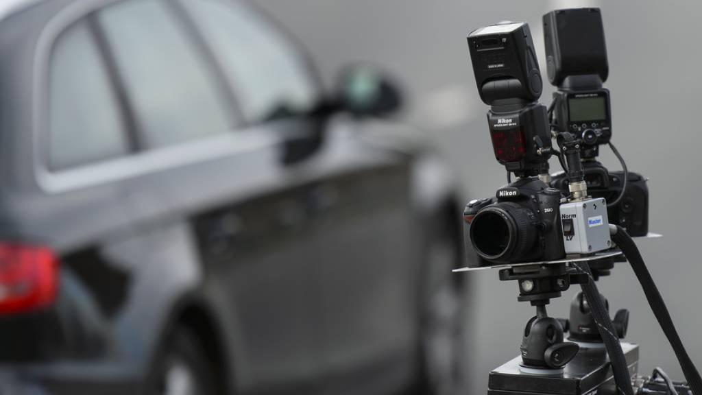 Ausweis weg: 21-jähriger Raser fährt innerorts 110 Kilometer pro Stunde