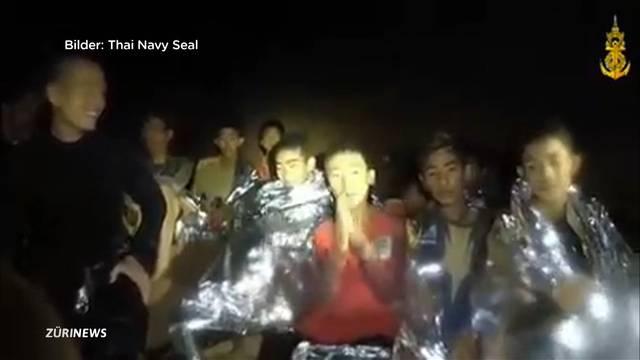 Erste Fussballer aus thailändischer Höhle gerettet