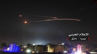 Die syrische Luftabwehr fängt nach eigenen Angaben israelische Raketen über Damaskus ab. (Archivbild)