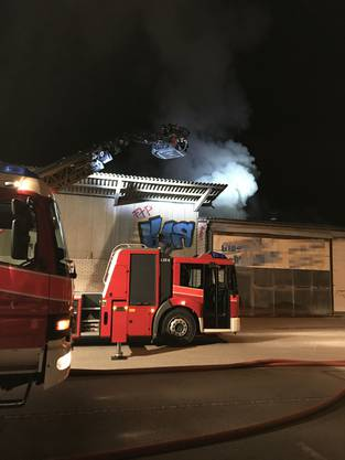 Die Feuerwehr konnte ein Übergreifen auf andere Gebäude verhindern.