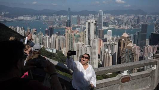 Selfies stehen erstaunlicherweise nur auf dem siebten Platz, was das Posten von Ferienbildern angeht.