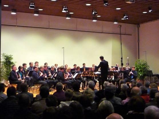 Zahlreiche Konzertbesucher hörten gebannt den Vorträgen des Klarinettenchor Wettingen zu.